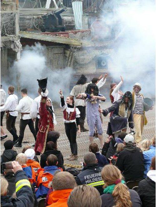 re-piratenshow_klein
